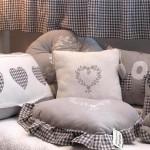 Cojines, cortinas, muñecos, pantallas, portafotos en tela de algodón y lino.