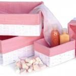Cajas de fibra natural forradas de tela de algodón.