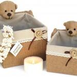 Cajas forradas de tela de lino con ositos.